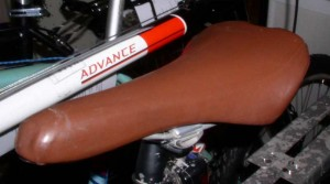 умение обтягивать седла кожей