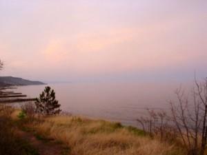 в километре будет река Алака, а там - Долина любви
